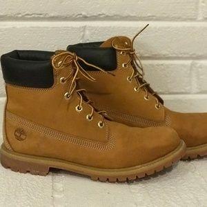 "Women's Size 11 Timberland 6"" Premium Boots"